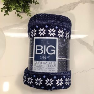 The Big One Our Favorite Plush Throw Blue/Navy